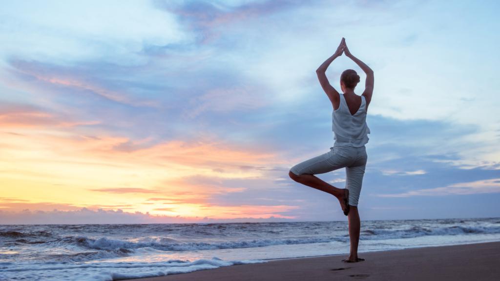 Yoga sur la plage de Royan Atlantique avec le Beaupré Biomonde